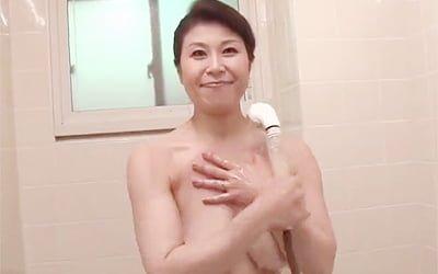 奇跡の五十路高齢熟女な水野淑恵の初撮りAVデビューが抜ける!