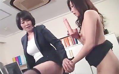 円城ひとみのオフィスラブな貝合わせ熟女レズ動画!