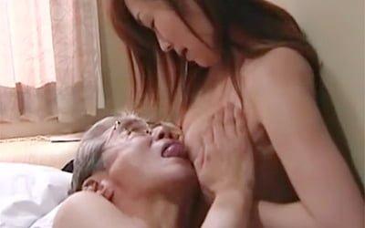 夫との営みを拒否してまで岡田さん(60歳)な還暦オヤジと本気不倫する三十路妻