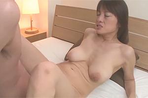 伊東咲恵:高身長スレンダー垂れ乳爆乳という五十路ババアがAVデビューw